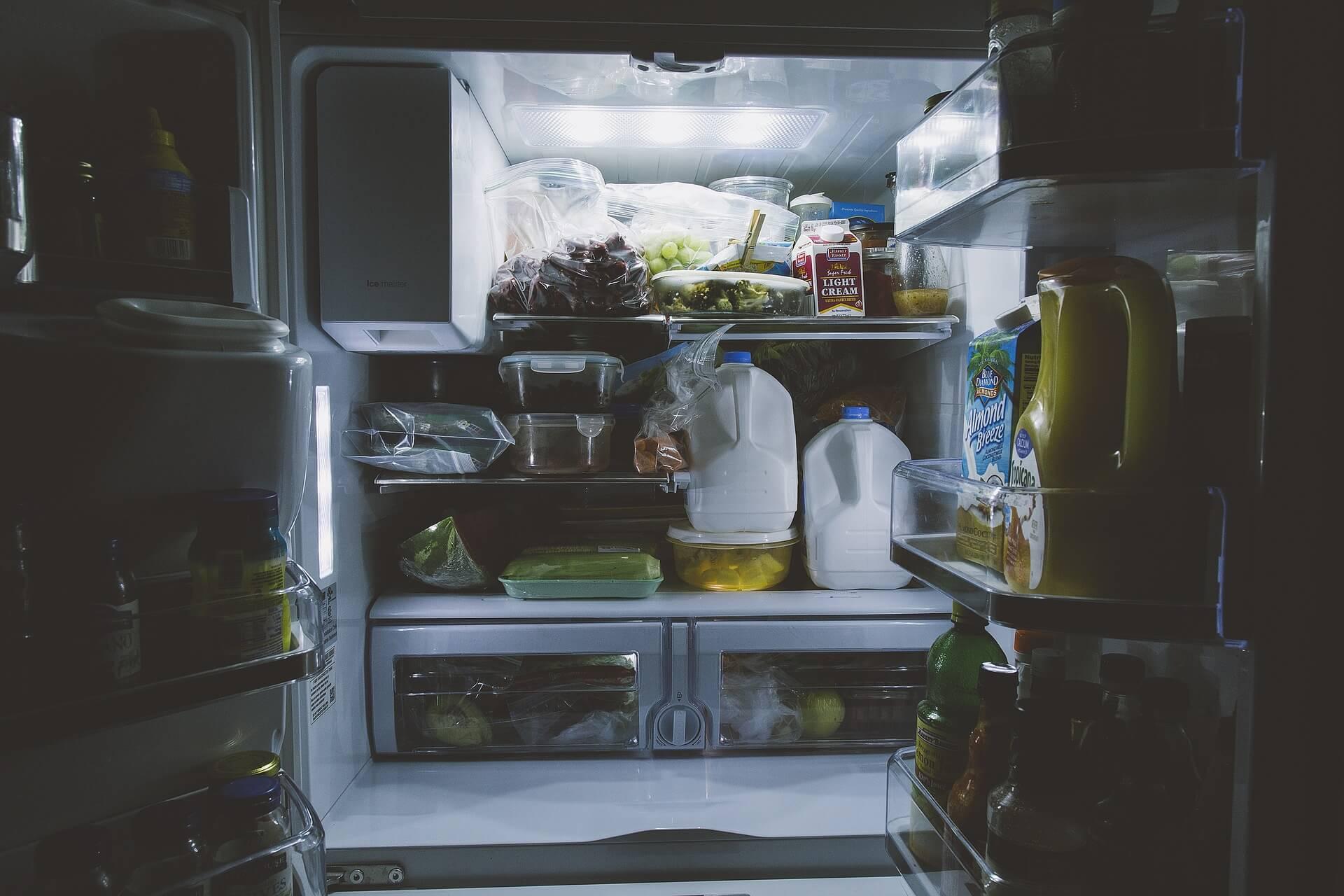 Strom mit Prämie - Strom sparen mit Kühlschrank